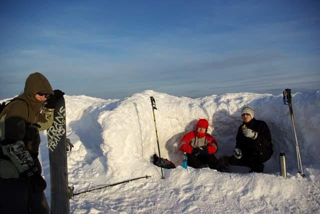 Szczyt Babiej Góry, jama śnieżna