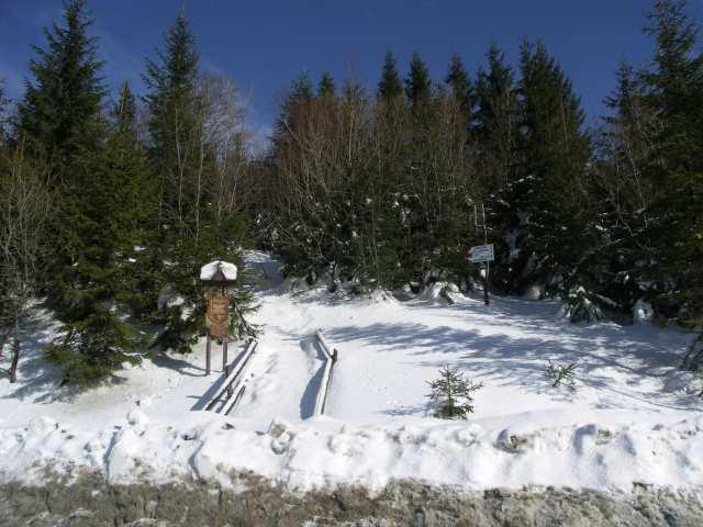Przełęcz Lipnicka, droga w pasmo Policy