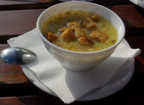 Zupa czosnkowa - česneková polévka