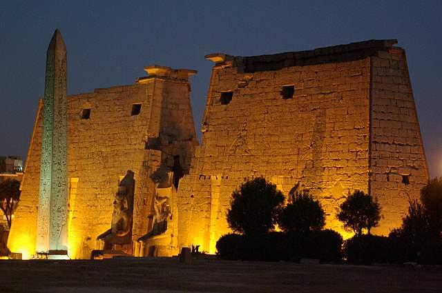 Luxor pylon wejściowy