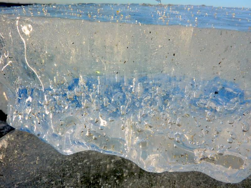 lód pełen powietrza