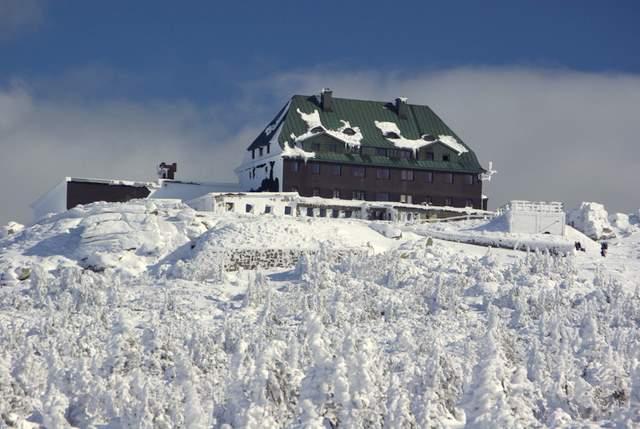 Schronisko Szrenica zimą