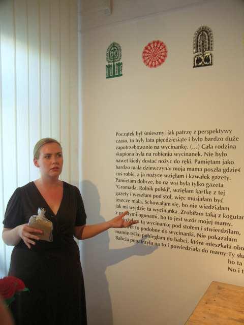 Katarzyna Mróz otwiera wystawę, Czesława Kaczyńska