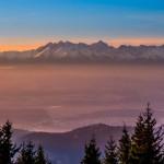 Widok na Tatry o świcie z Turbacza
