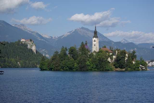 Bled, kościół na wyspie i zamek