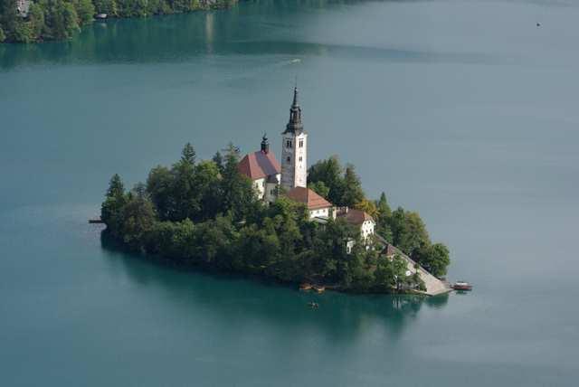 Wyspa na jeziorze Bled