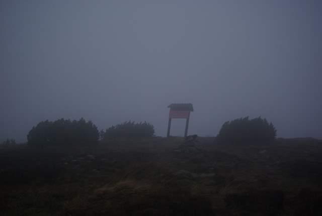 Śnieżnik, szczyt we mgle