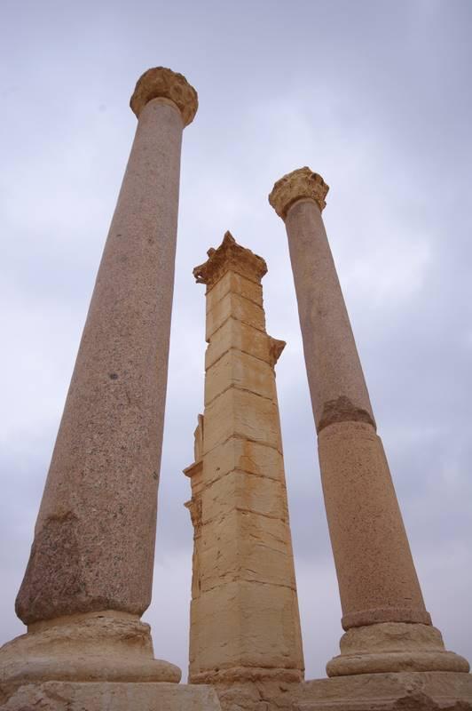 Palmyra, granitowe kolumny