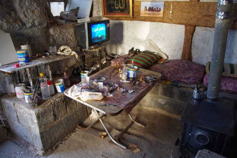 Warsztat pracy malarza i jego miejsce do spania