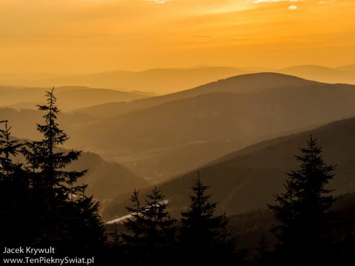 zachód słońca na szlaku
