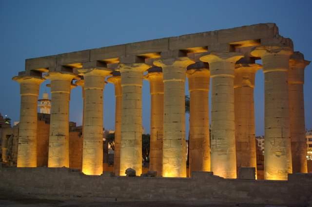 Luxor, świątynia nocą