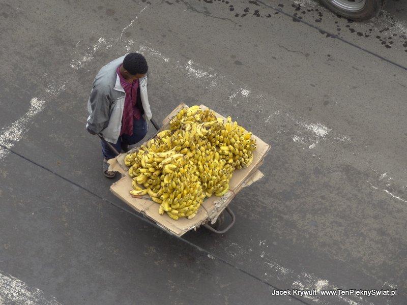 sprzedawca bananów  Addis Abbeba Etiopia ethiopia