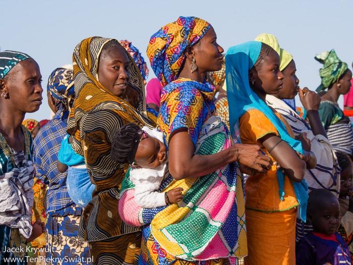 kolorowe-ubrania-afrykanskich-kobiet
