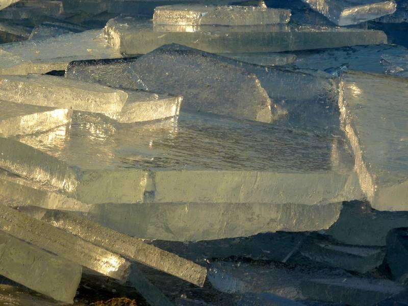 kra przybrzeżna, grube lodowe płyty.