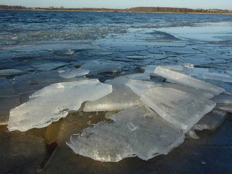 Kra ,lód na jeziorze