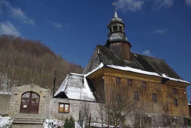 Drewniany kościół w Nowej Bystrzycy