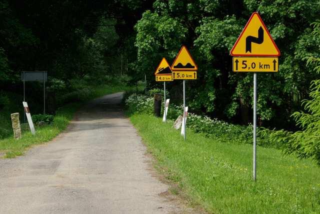 Ostra Góra, Góry Stołowe, znaki drogowe