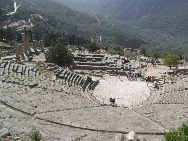 Delfy amfiteatr i świątynia Apollina, tam gdzie przebywała Pytia