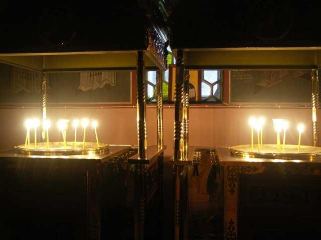 Delfy kościół i świece