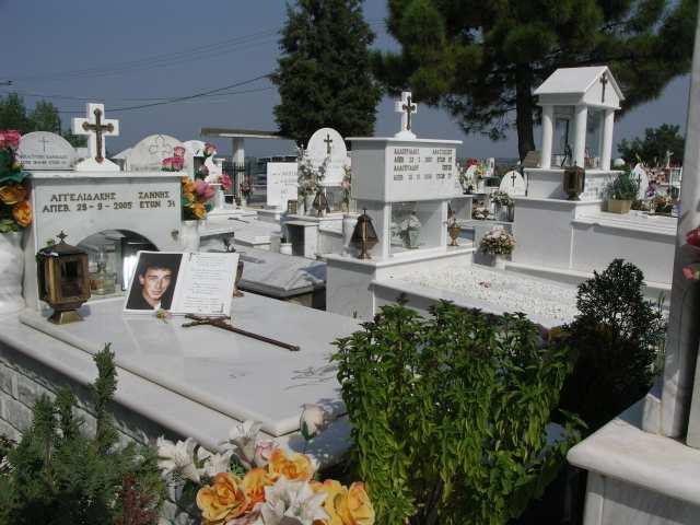 Grecki cmentarz, nagrobki