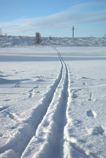 Podzamcze, ślad  nart biegowych na śniegu