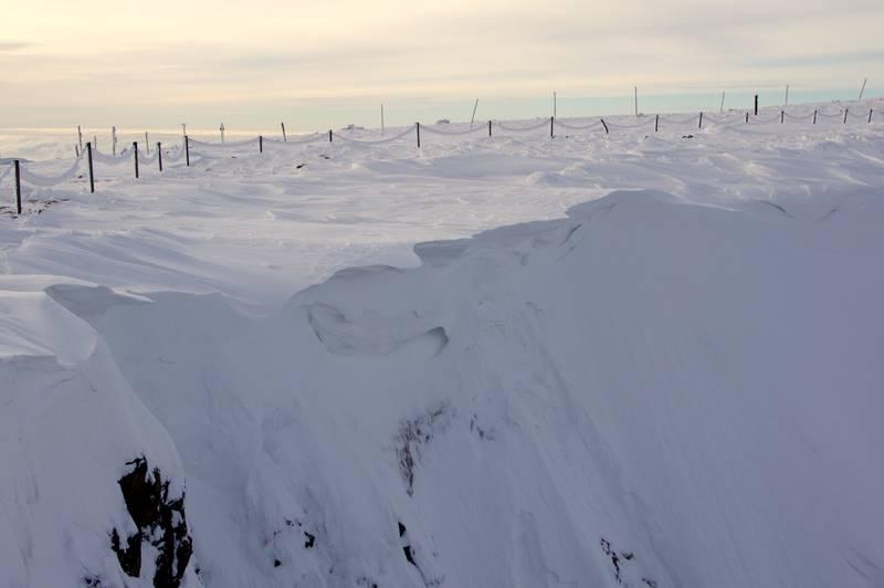 Śnieżny Kocioł polodowcowy nawisy