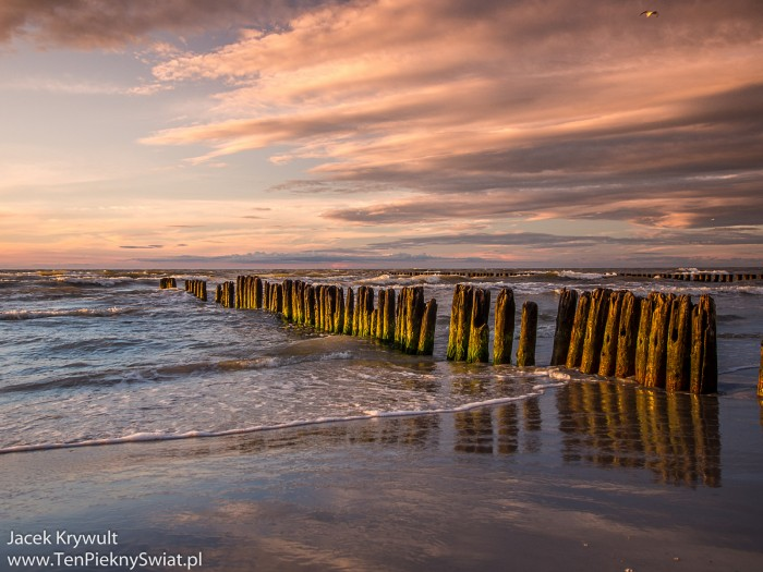 Malownicza plaża w Ustce o zachodzie słońca