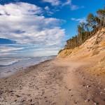 Wybrzeże Bałtyku nie jest nudne. Pojawiają się takie fajne rzeczy jak wybrzeże klifowe.