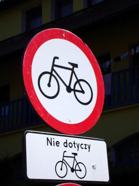znak drogowy, nie dotyczy rowerów