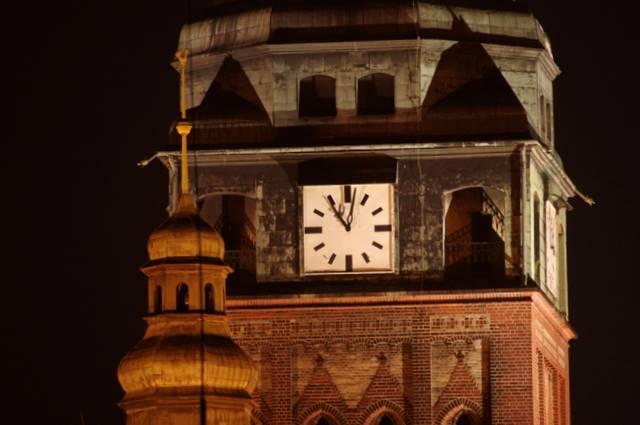 zegar na wieży kościelnej
