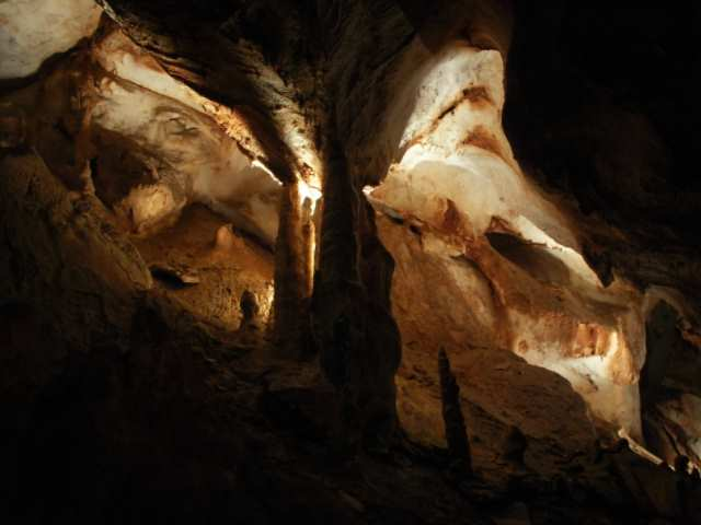 Jaskinia Gombasecka stalagnaty