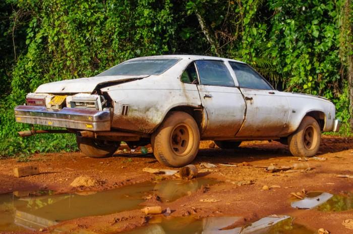 """stary amerykański samochód pasujący idealnie do filmu drogi. Pochodzi z Gran Sabana w Wenezueli z miasteczka San Isidro, znanego bardziej jako  """"88 km"""""""