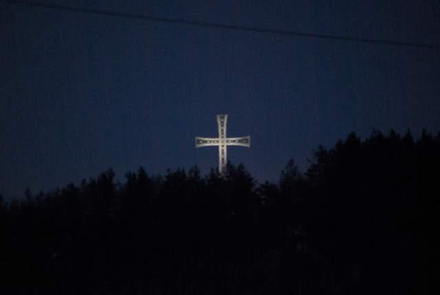 Kobyla Góra, krzyż